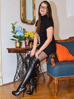 Nerdy Babe Fucking in Long Boots