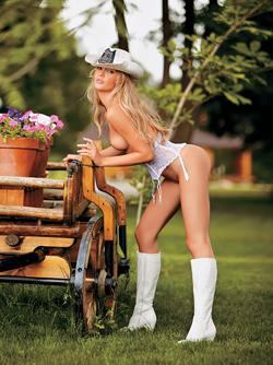 Russian Adult Model, Ekaterina Yakovenko Stripping in the Garden