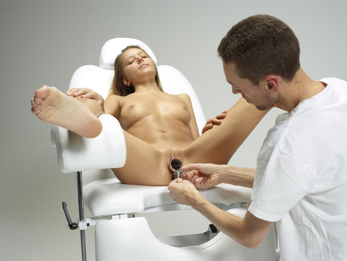 Девушку бреют в кресле порно видео 5
