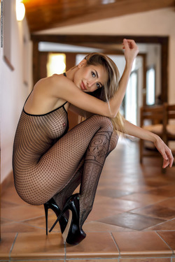 Leggy Babe Claudia - State of Grace - pics 02