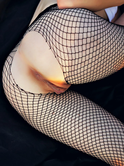 Black Haired Babe in her fishnet Pantyhose Masturbating in a Field